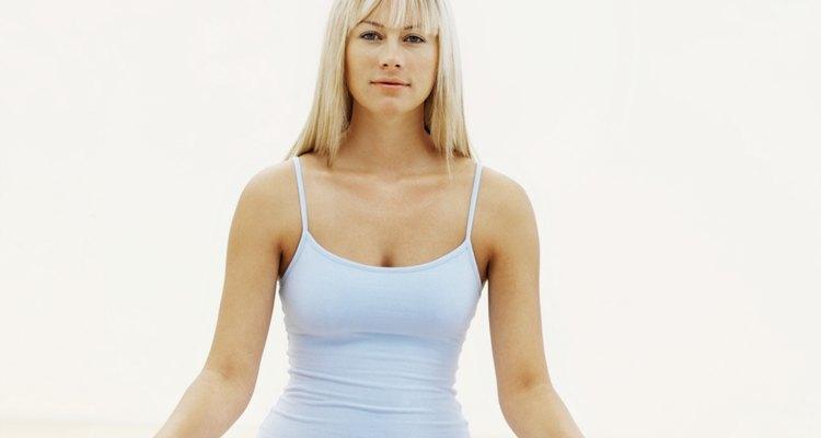 Manter apenas uma postura de ioga enquanto respira profunda e regularmente é um grande exercício
