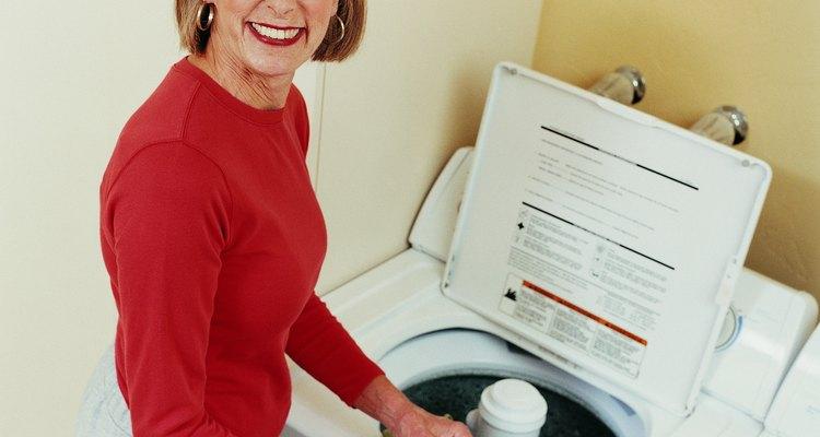 Antes del lavado, elimina todo rastro de resina de pino de tus pantalones, camisa o chaqueta.