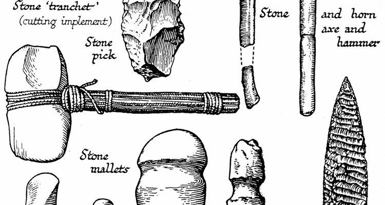 Herramientas como los pedernales y martillos fueron comunes durante el periodo paleolítico.