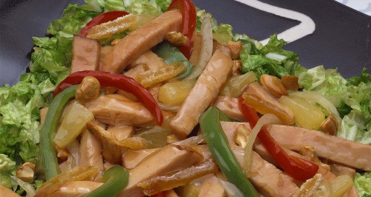 Combina pollos y verduras y tendrás una comida baja en calorías.