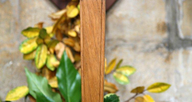 Puedes transformar una simple cruz de madera en una obra de arte.