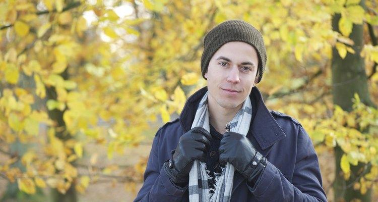 Las bufandas pueden ser un accesorio de moda unisex.