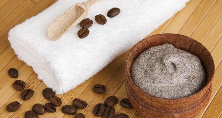 """El """"scrub"""" de café dejará tu piel exfoliada, suave y libre de celulitis."""