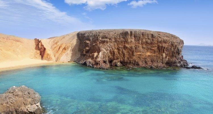 Las Islas Canarias surgieron a partir de erupciones volcánicas.
