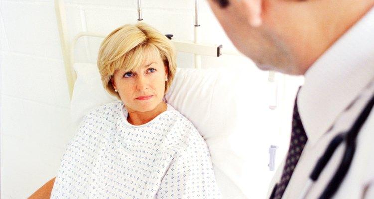 Os pacientes passam pelo menos 24 horas após a cirurgia sob cuidado intensivo