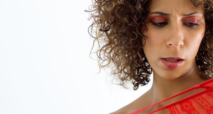 Trata la ropa interior manchada de sangre rápidamente para evitar arruinar tus bragas.