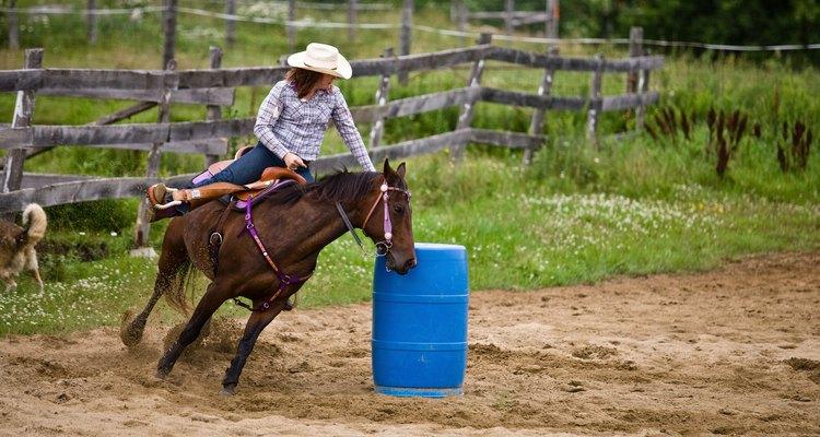Cuanto más cerrado pueda seguir el caballo junto al barril, mejor.