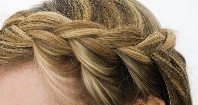 Crea diferentes peinados con tu cabello mediano o largo.