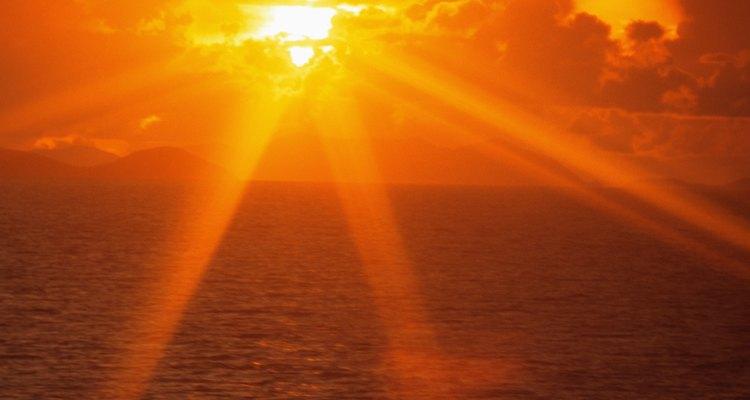 Una de las transferencias de calor por radiación se produce cuando la atmósfera absorbe la radiación solar.