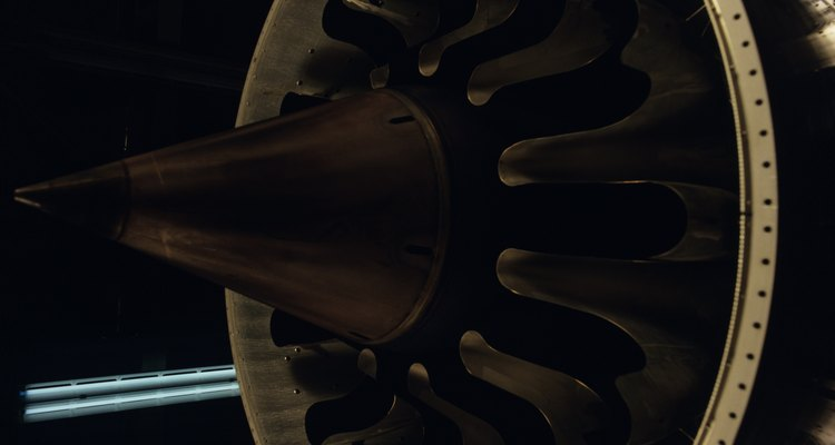 Os motores a jato utilizam um tipo de turbina a gás
