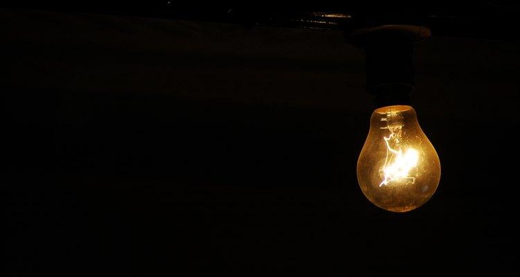 Conheça as causas mais comuns de explosões de lâmpadas
