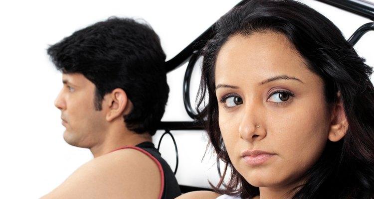 Si tu esposa te está siendo infiel lo mostrará física o emocionalmente.