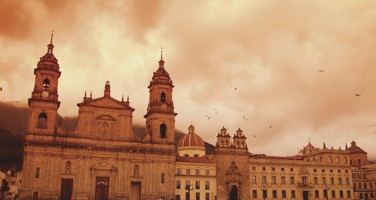 Bogotá conserva muchas construcciones coloniales en su centro histórico.