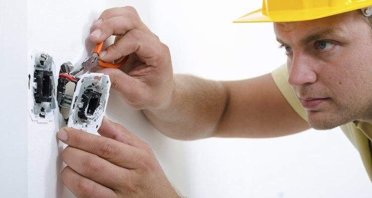 Para hacer que una secadora de voltaje alto funcione en uno bajo, tendrás que instalar un transformador.