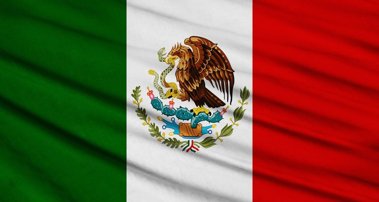 La bandera de México reconoce la historia del país, la religión y la herencia Azteca.