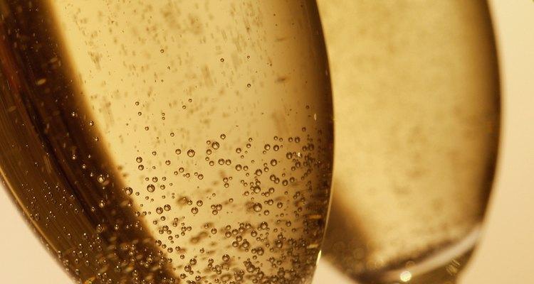 Evite refrigerantes e outras bebidas com gás, já que elas aumentam as chances de formação de gases