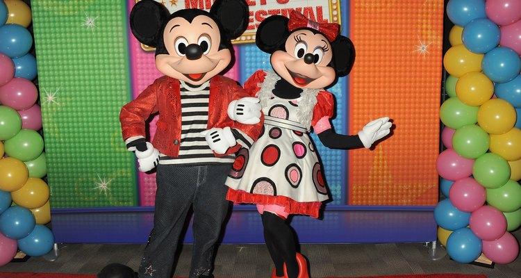 Mickey Mouse e Minnie Mouse no tapete vermelho