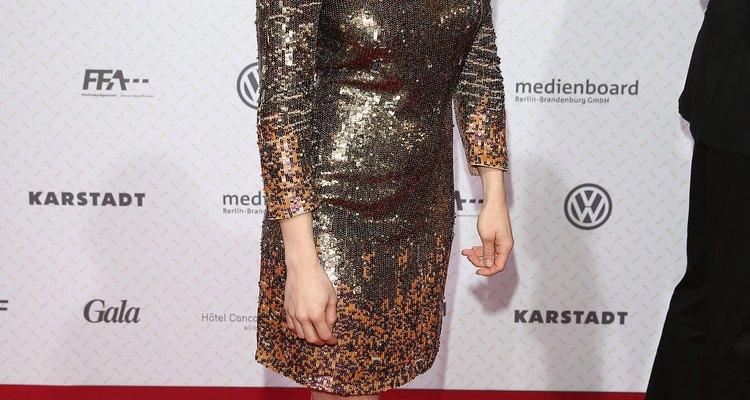 El vestido con destellos de manga larga de Josephine Vilsmaier es perfecto para las heladas noches formales de invierno.
