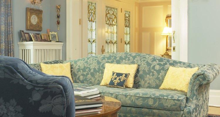 Es más barato arreglar un sofá hundido que comprar uno nuevo.
