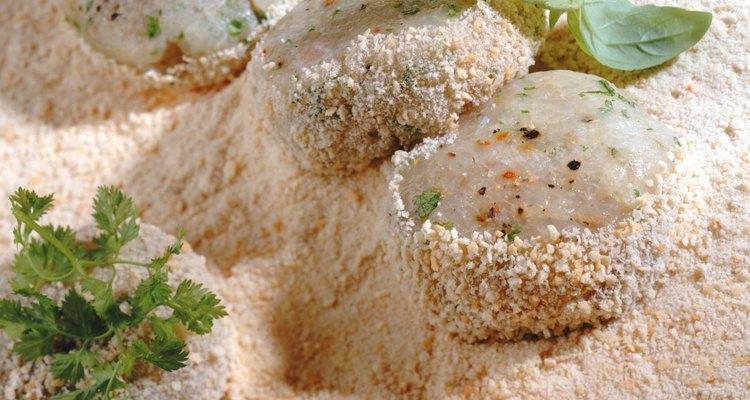 El pan rallado es una cubierta sabrosa para los alimentos fritos.