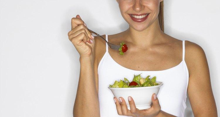 Alimentação saudável mantém a elasticidade da pele e ajuda a voltar o peso de antes da gravidez