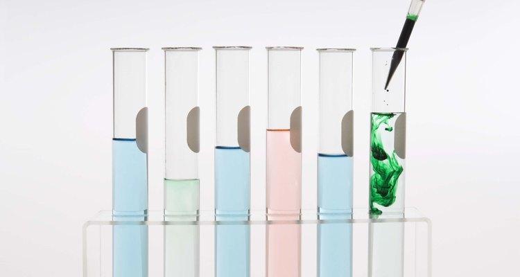 Pipetas são utilizadas para controlar cuidadosamente o volume de uma solução adicionado a uma reação