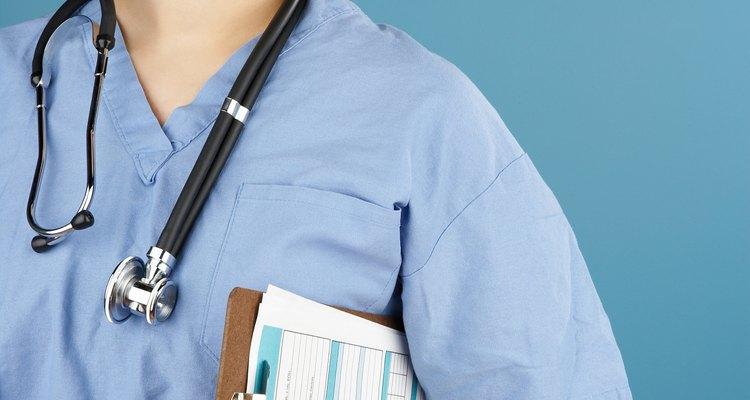 Los auxiliares de enfermería les dan a sus pacientes el 90% del cuidado directo que reciben.