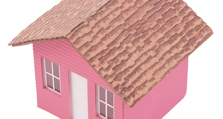 El techo a dos aguas tiene un ángulo de inclinación empinado que permite que la lluvia y la nieve se deslicen con facilidad.