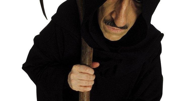 La bata es la parte más importante del disfraz de la Muerte.
