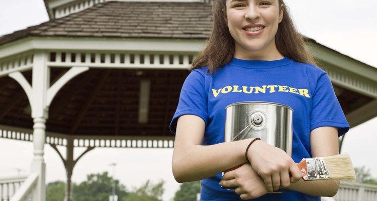 Ser voluntario en proyectos de la comunidad es una actividad satisfactoria para niños de 14 años.