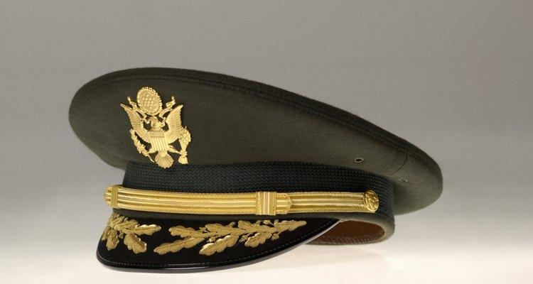 Los oficiales del ejército pueden tener diversas posiciones.