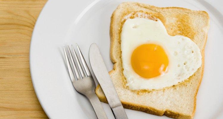 Los huevos contienen una gran cantidad de cisteína, un aminoácido que disuelve el alcohol y depura el estómago.