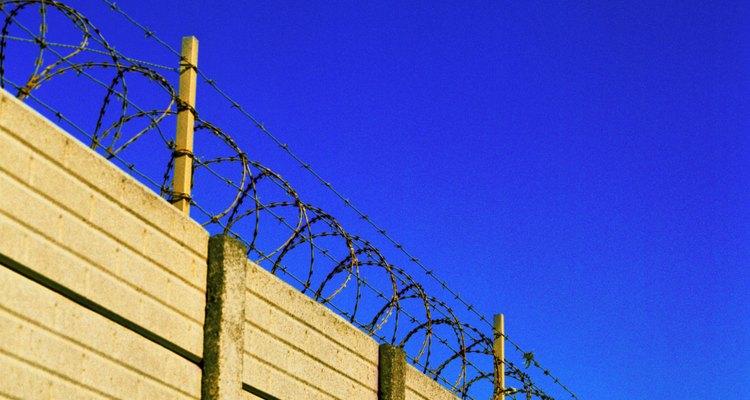A diferencia de otras prisiones, las de máxima seguridad minimizan cualquier tipo de contacto entre los reclusos.