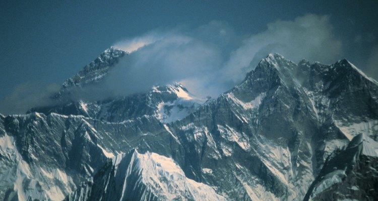 Pocas personas extraordinarias viven en el Himalaya, porque los recursos naturales son escasos.