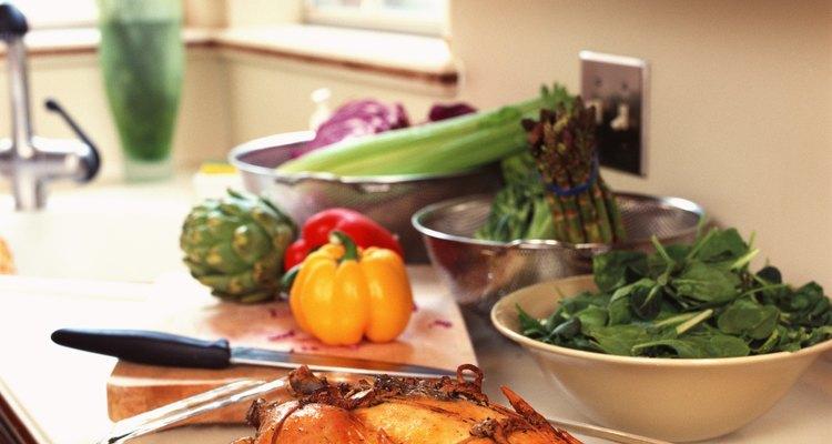 Una olla de vidrio Pyrex se puede utilizar para asar a altas temperaturas en el horno de manera segura.