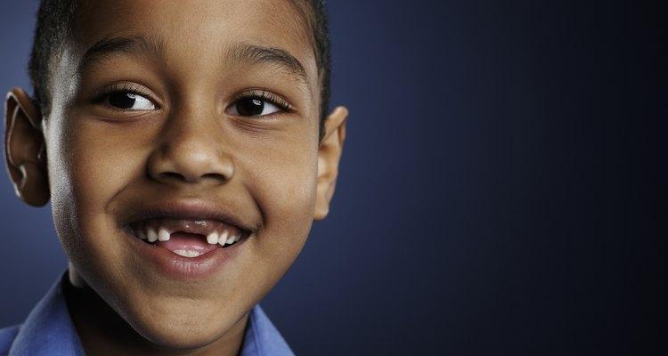 Una vez que el niño ha desarrollado todos los dientes de leche, su mandíbula seguirá creciendo para la preparación de los dientes permanentes.