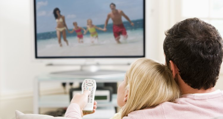 As configurações da televisão podem ser acessadas na maioria dos controles remotos no menu