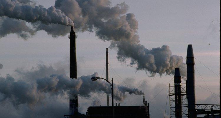 Os seres humanos interrompem o ciclo de carbono com a emissão de dióxido de carbono na atmosfera