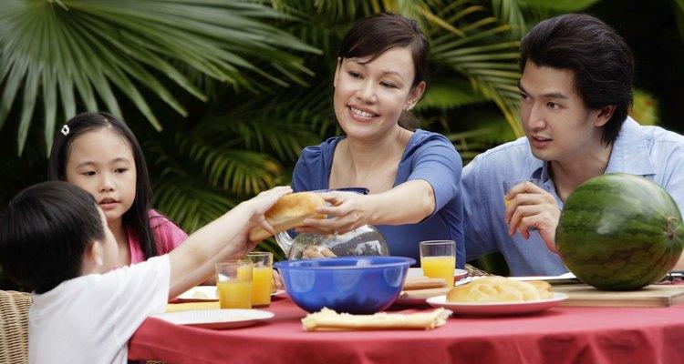 Un almuerzo informal requiere menos elementos decorativos que las comidas formales.