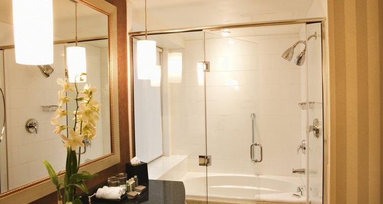 Pinho Sol pode ser usado para limpar todas as superfícies do seu banheiro