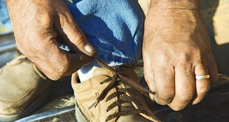 Sapatos e botas com solado de borracha podem ser bem barulhentos