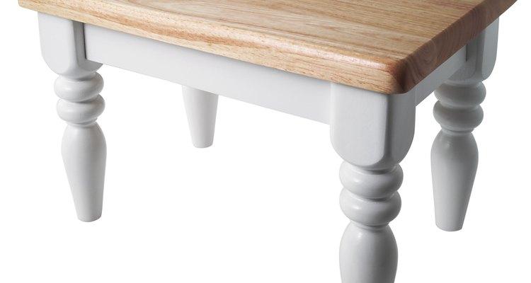 Las mesas de madera se pueden pintar muy fácilmente.