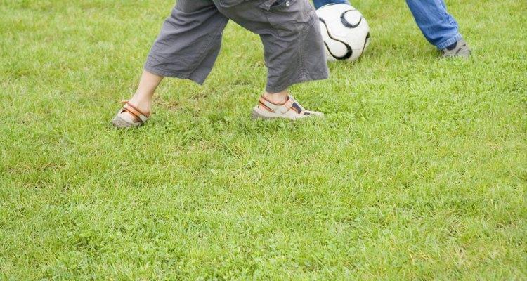 Treinos de futebol para crianças de 6 a 7 anos melhorarão sua habilidade de drible