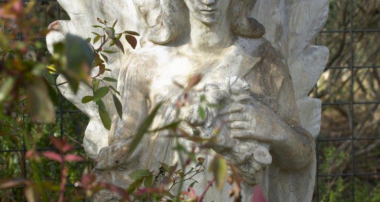 Descubra como pintar adequadamente estátuas de cimento