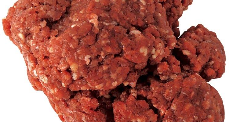 La carne para hamburguesas en mal estado puede contener bacterias peligrosas.