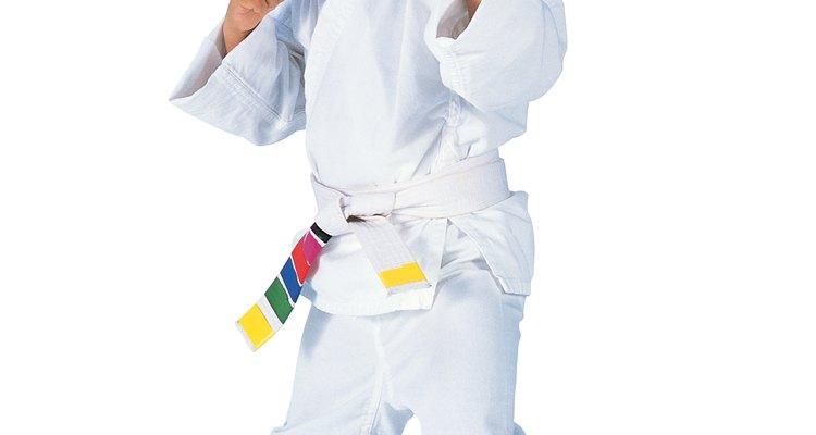 Estimula la imaginación de tu hijo y aprende más sobre la cultura japonesa haciendo tu propio kimono en casa.
