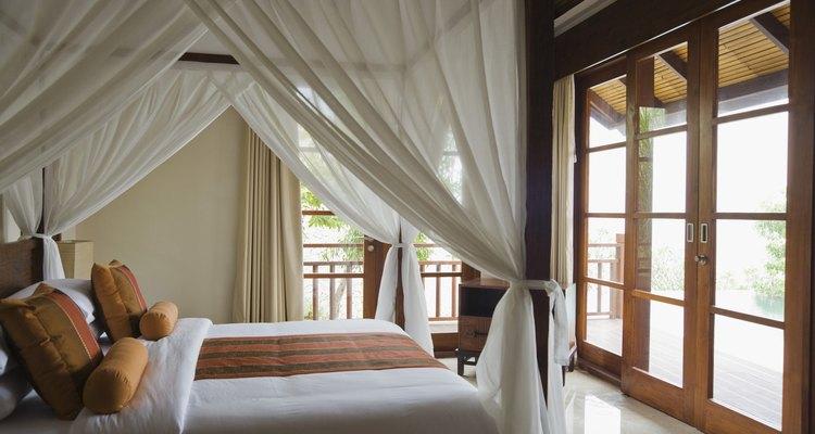 Una cama con dosel genera una sensación romántica muy especial en cualquier dormitorio.