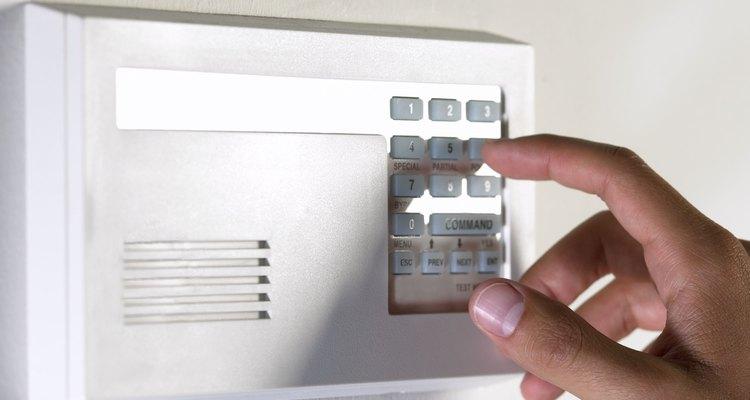 Un sistema de alarma casero puede ser costoso, pero algunos propietarios descubren que su tranquilidad vale la pena.