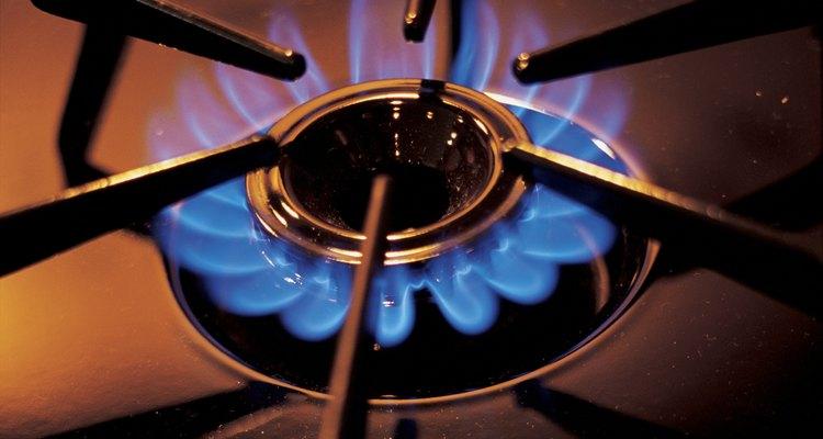 Los quemadores bien ajustados producen una llama azul brillante con un cono amarillo en el centro.