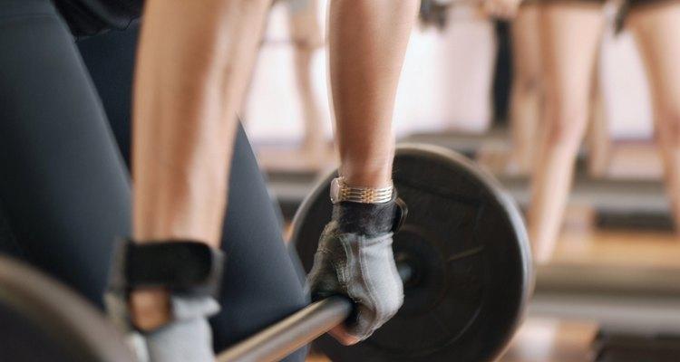Un peso muerto mal ejecutado puede dar como resultado un esguince o distensión muscular en la espalda baja.